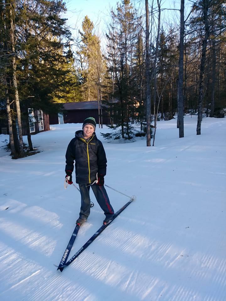 studen_skiing_outdoors